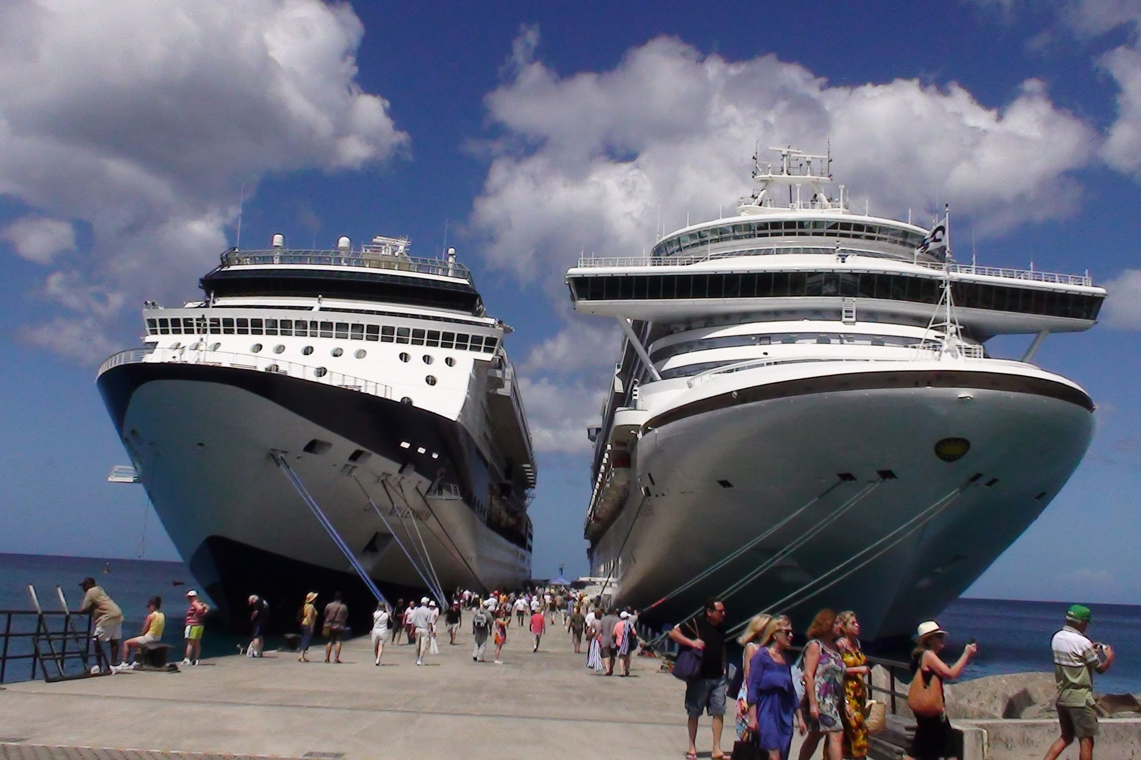 cruise-ships-in-port