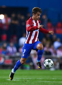 MADRID, SPAIN - SEPTEMBER 28: Antoine Griezmann of Club Atletico de Madrid runs with the ball during the UEFA Champions League Group D match between Club Atletico de Madrid and FC Bayern Muenchen at Vicente Calderon Stadium on September 28, 2016 in Madrid, Spain. (Photo by David Ramos/Getty Images)