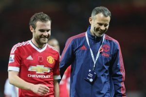 22-giggs-on-mata-for-f
