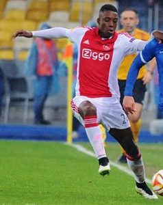 29-ajax-willing-to-let-riechedly-bazoer-for-c